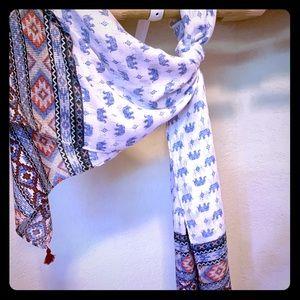 NWT: two pattern ELEPHANT TASSEL scarf